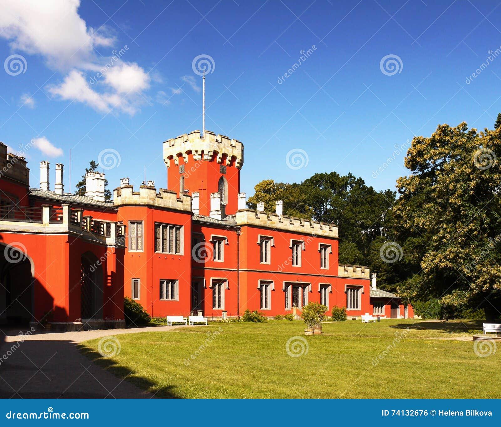 Romantisk slott, sagaChateau