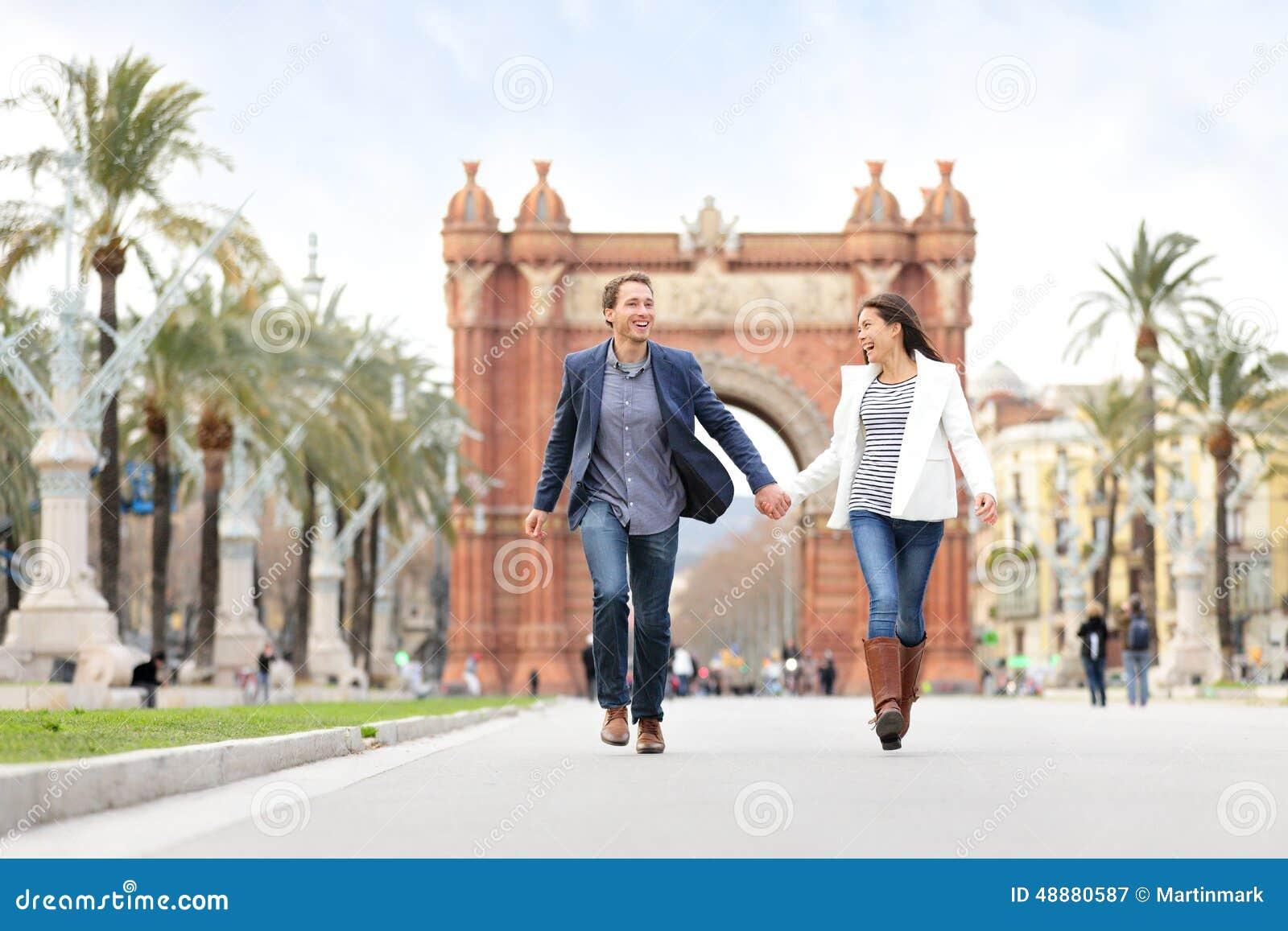 Romantyczny pary datowanie ma zabawę w Barcelona