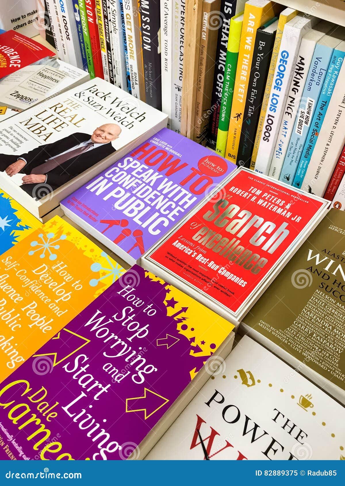 Romanzi famosi della letteratura inglese da vendere nel deposito di libro delle biblioteche