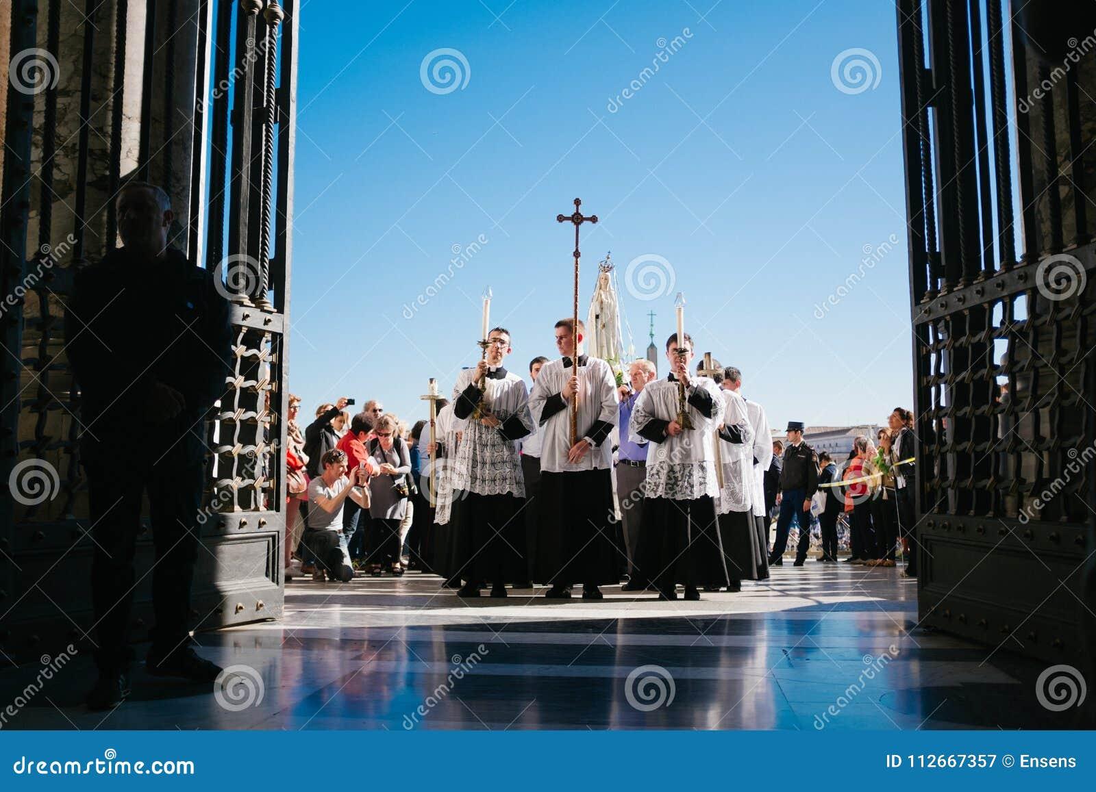 Rome-Italië-24 10 2015, godsdienstige optocht door de straten