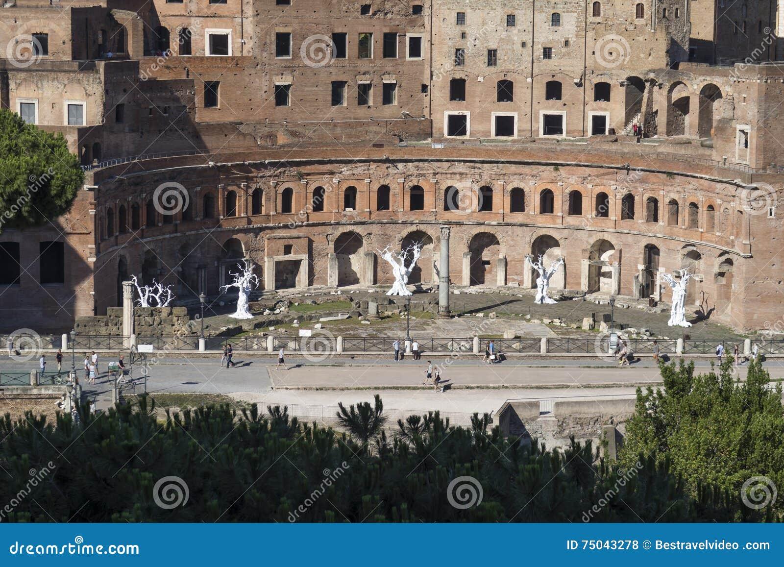 Rome Italië 18 Juni 2016 Tentoonstelling door Ugo Rondinone bij Trajan-forum