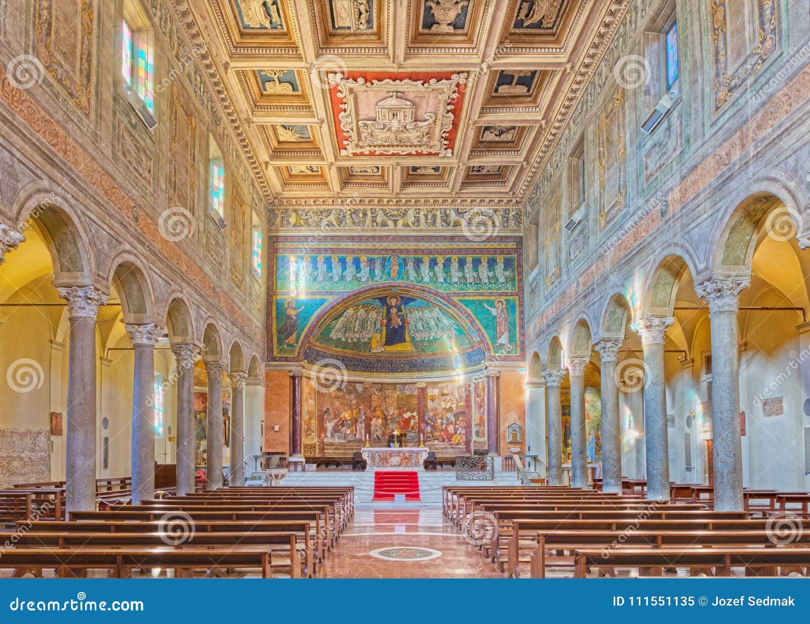 ROME, ITALIË - MAART 10, 2016: Het schip van Di Santa Maria van de kerkbasiliek in Dominica met het mozaïek van Madonna onder de