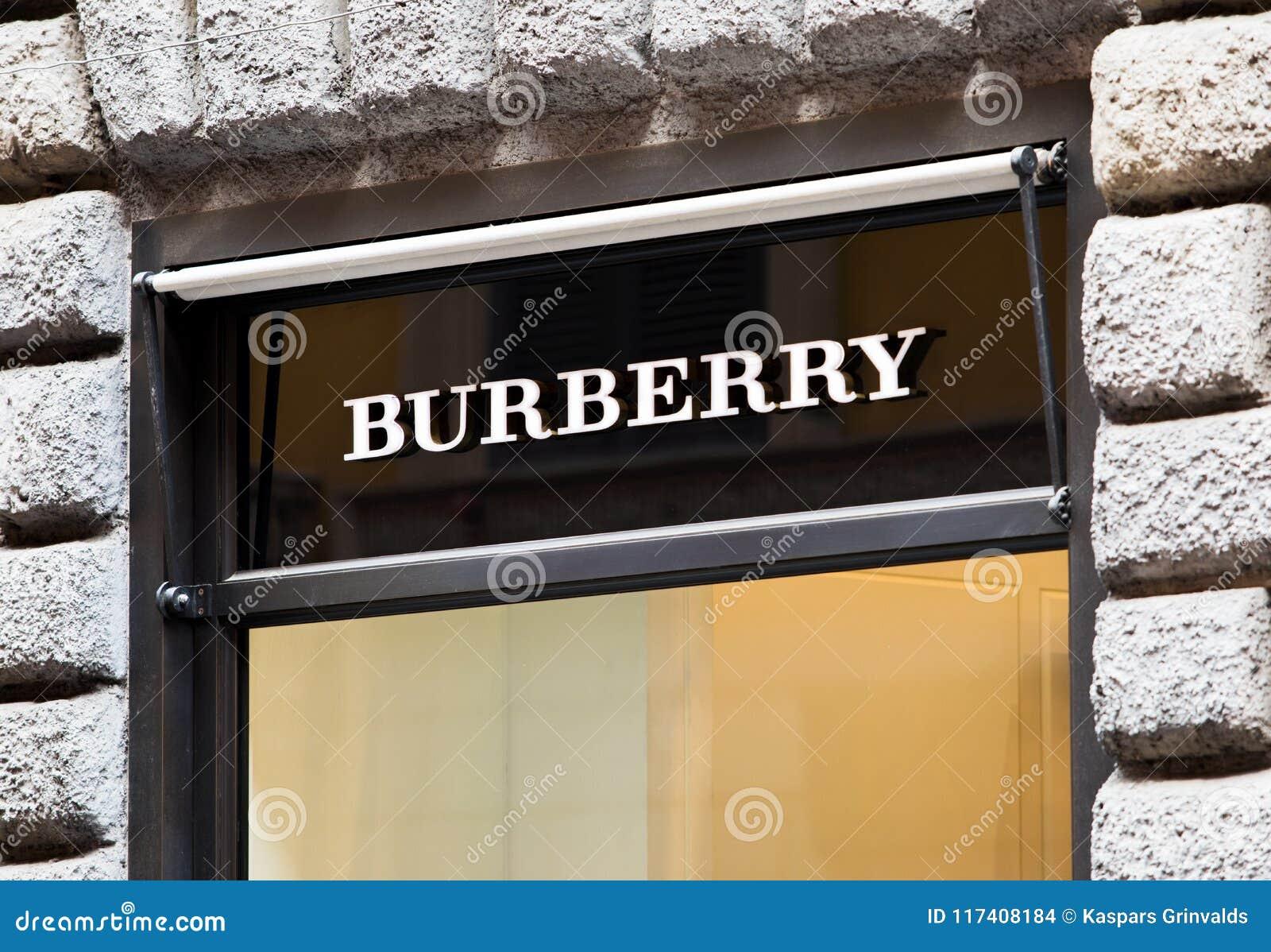 Rome, Italië - Mei 13, 2018: Burberryembleem op merk` s opslag in Rome