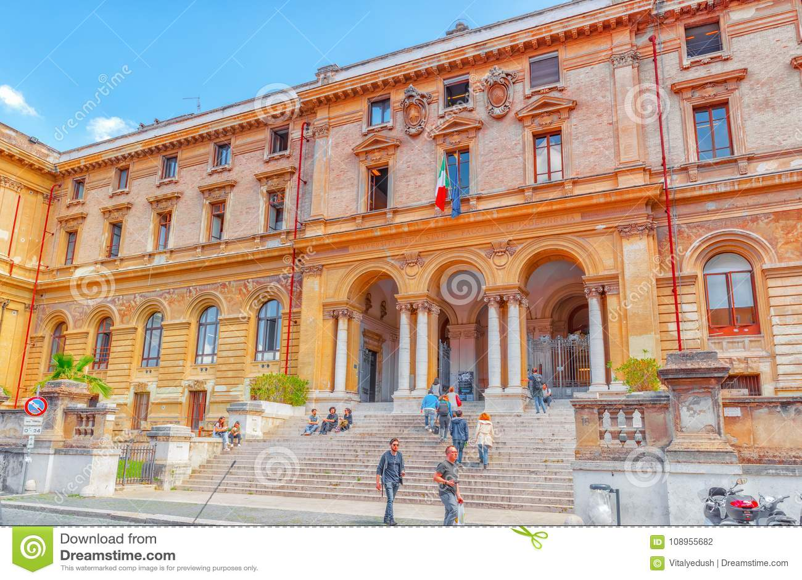 ROME, ITALIË - MEI 08, 2017: Student ` s dichtbij Universiteit van Rome L