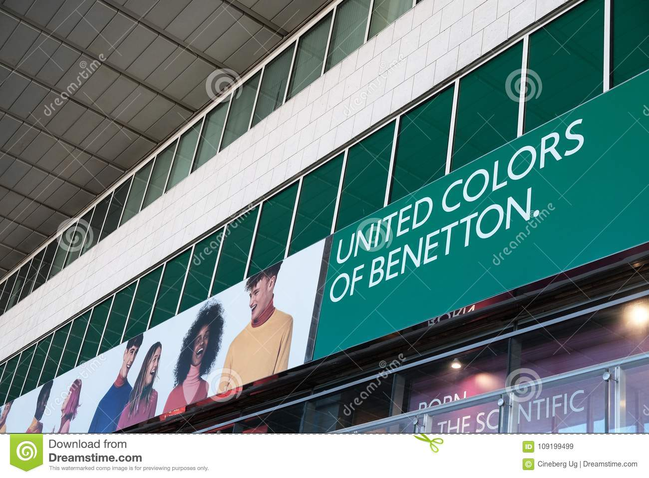 Madurar Leyes y regulaciones aumento  United Colors Of Benetton Shop Editorial Stock Image - Image of glamorous,  consumerism: 109199499