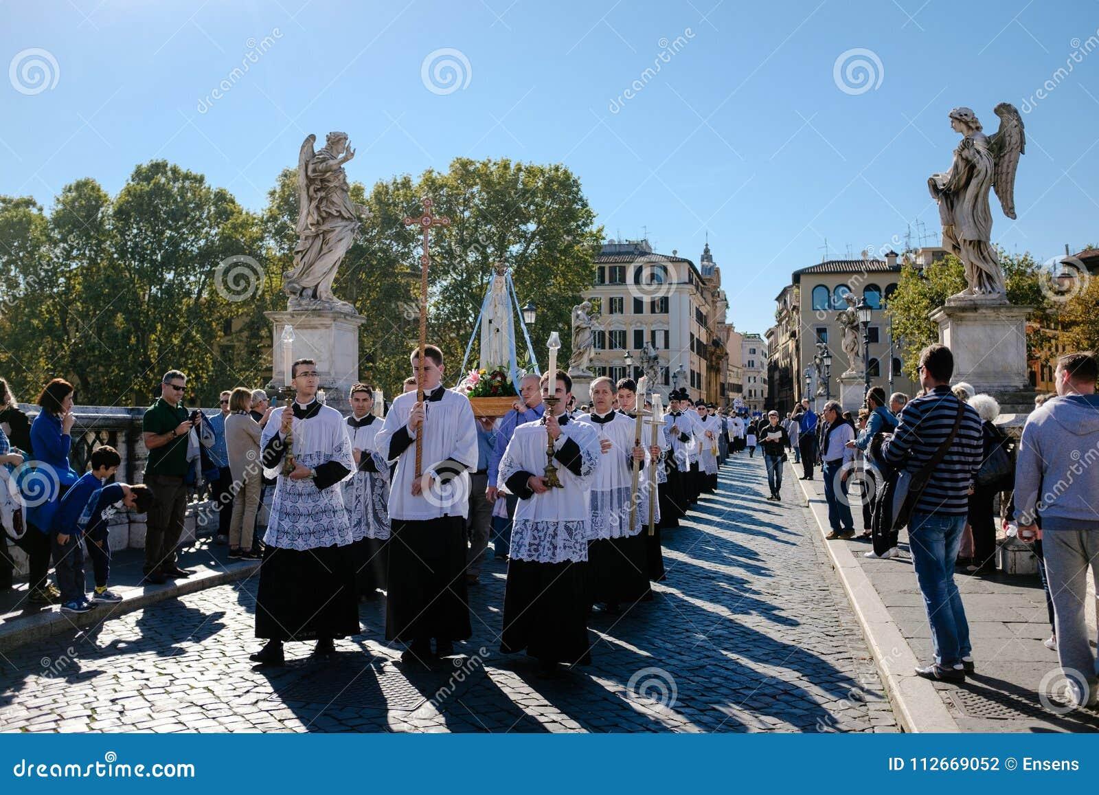 ROME-ITALY-24 10 2015, cortège religieux par les rues