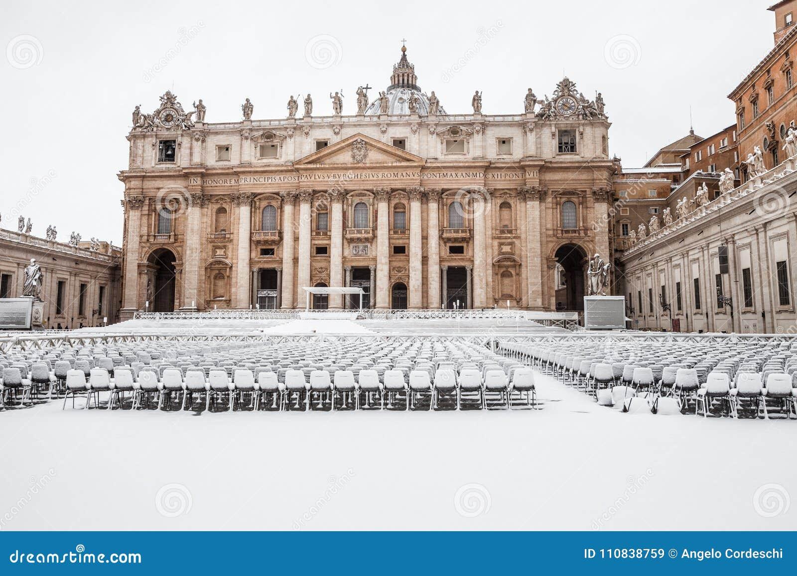 Rome med snö, fyrkant Vatican City för piazzaSan Pietro St Peter ` s