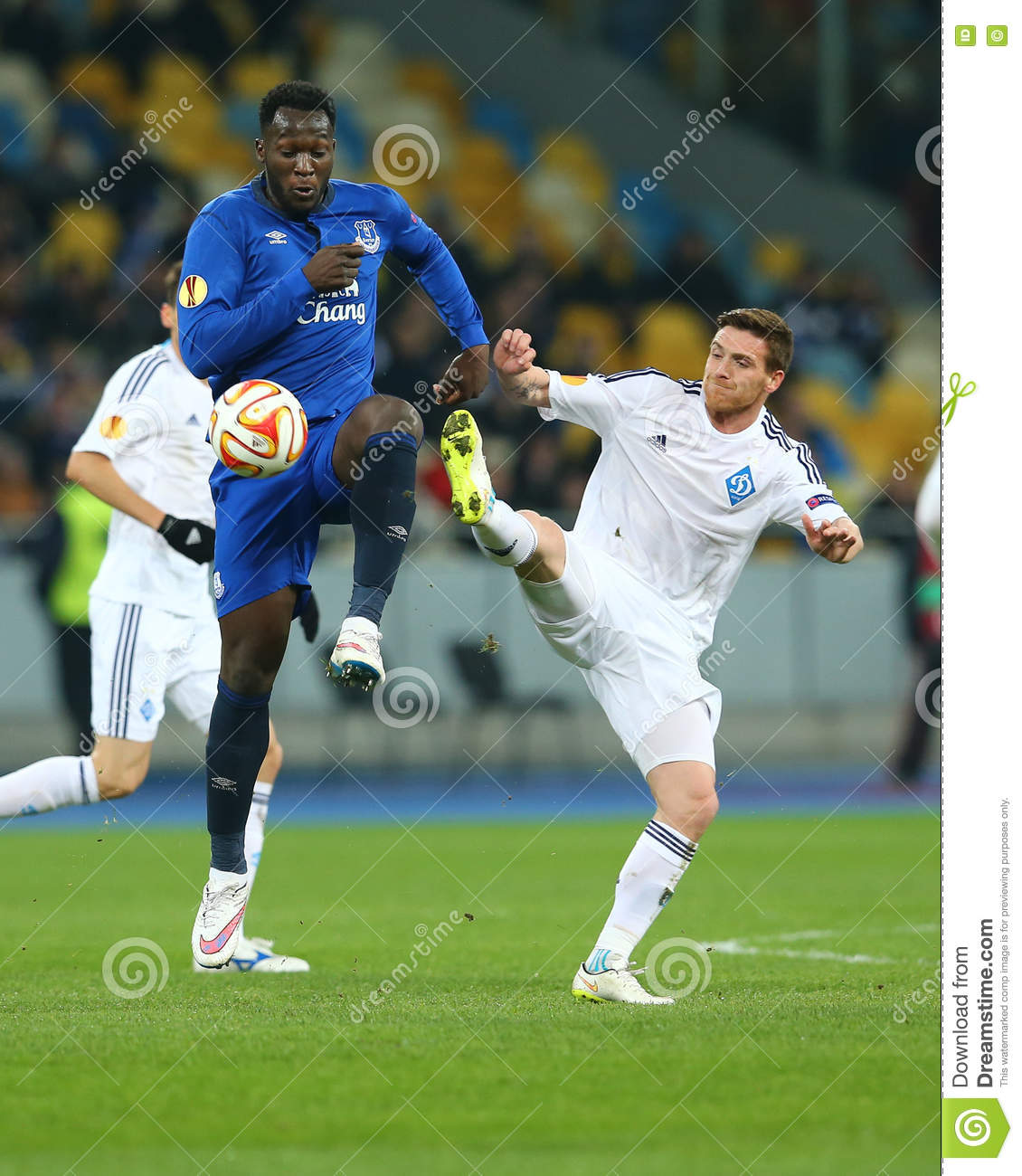 Romelu Lukaku and Antunes battle for ball, UEFA Europa League Round of 16 second leg match between Dynamo and Everton