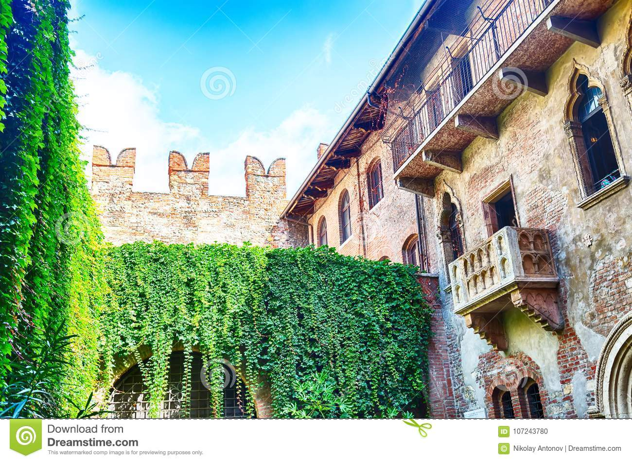 Download Romeo And Juliet Balcony In Verona, Italy During Summer Day And Blue Sky. Stock Photo - Image of green, giulietta: 107243780