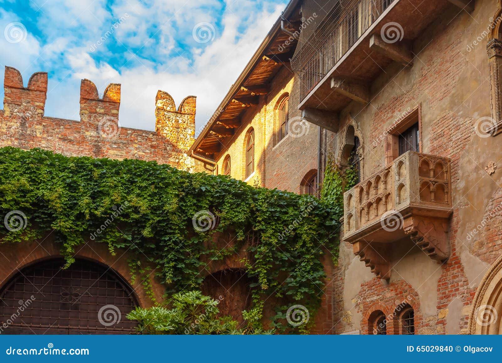 Romeo Und Juliet Balkon In Verona Italy Stockfoto Bild Von
