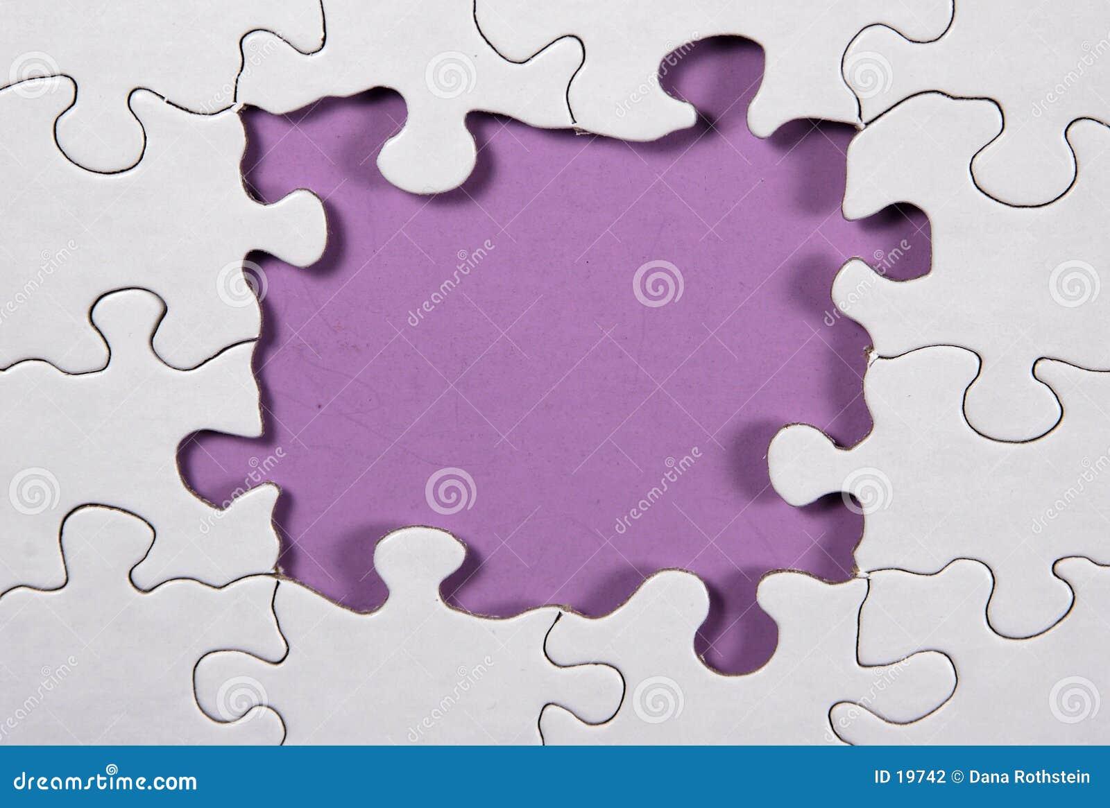 Rompecabezas con el fondo púrpura