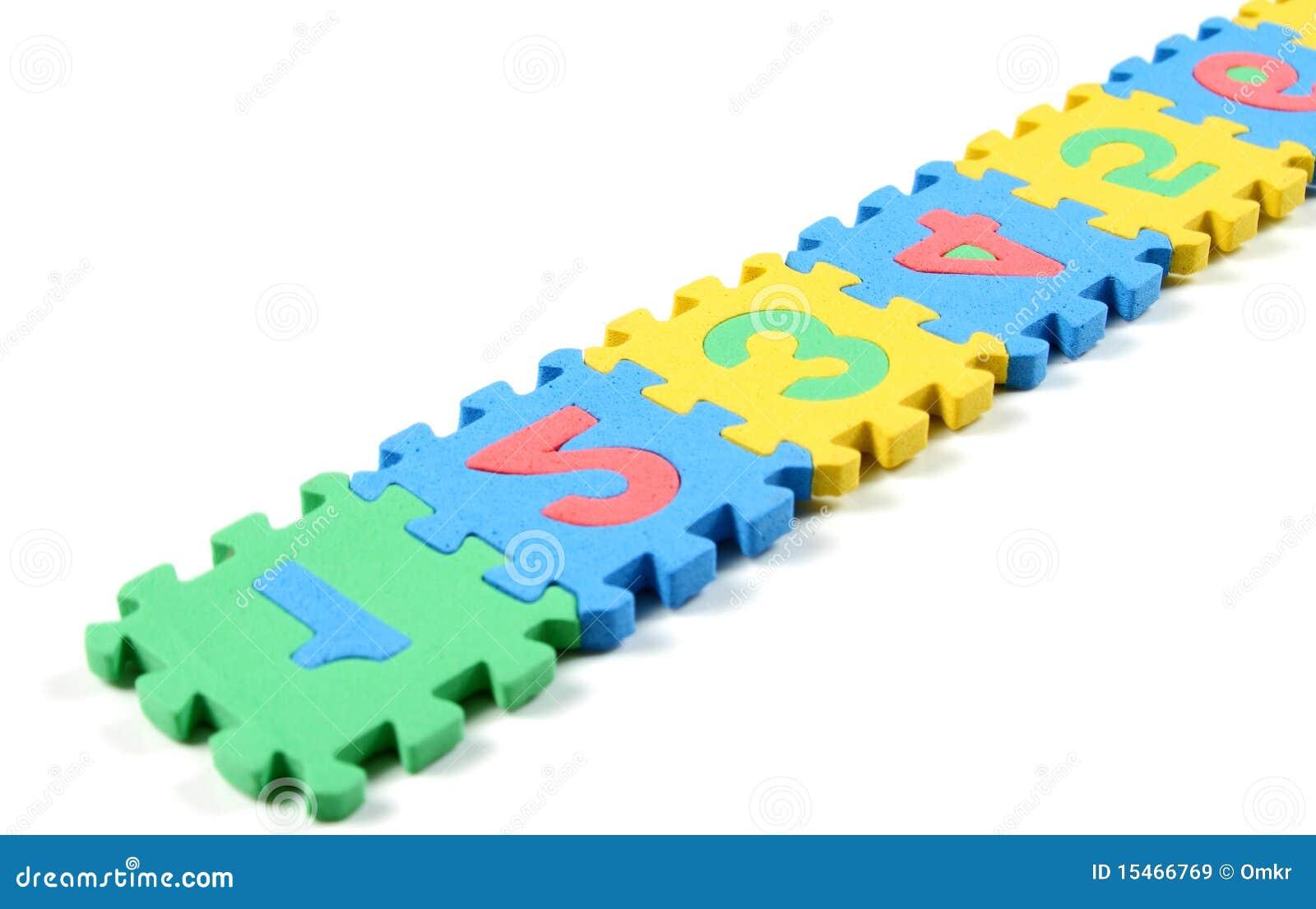 Rompecabezas del número dispuestos en una fila