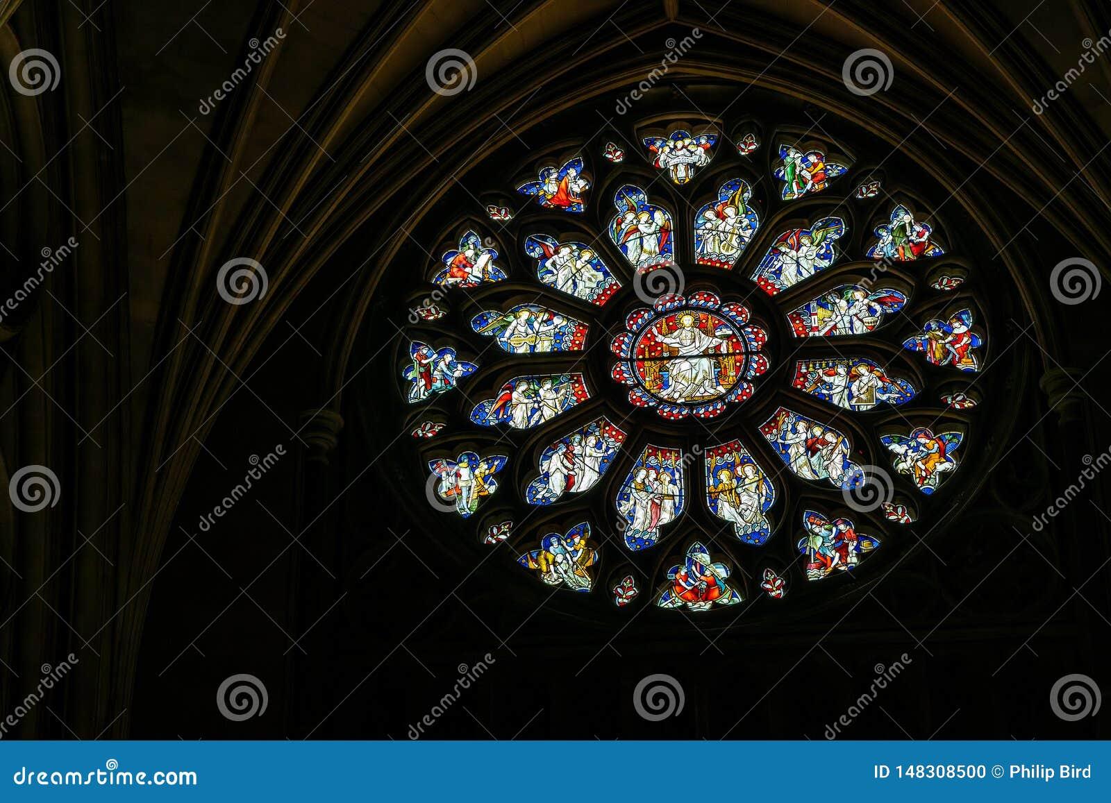 Rond gebrandschilderd glasvenster in de Kathedraal in Bristol op 14 Mei, 2019