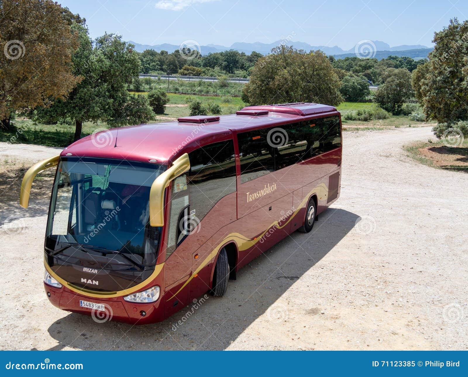 RONDA, ANDALUCIA/SPAIN - 8 ΜΑΐΟΥ: Λεωφορείο Transanadalucia που σταθμεύουν