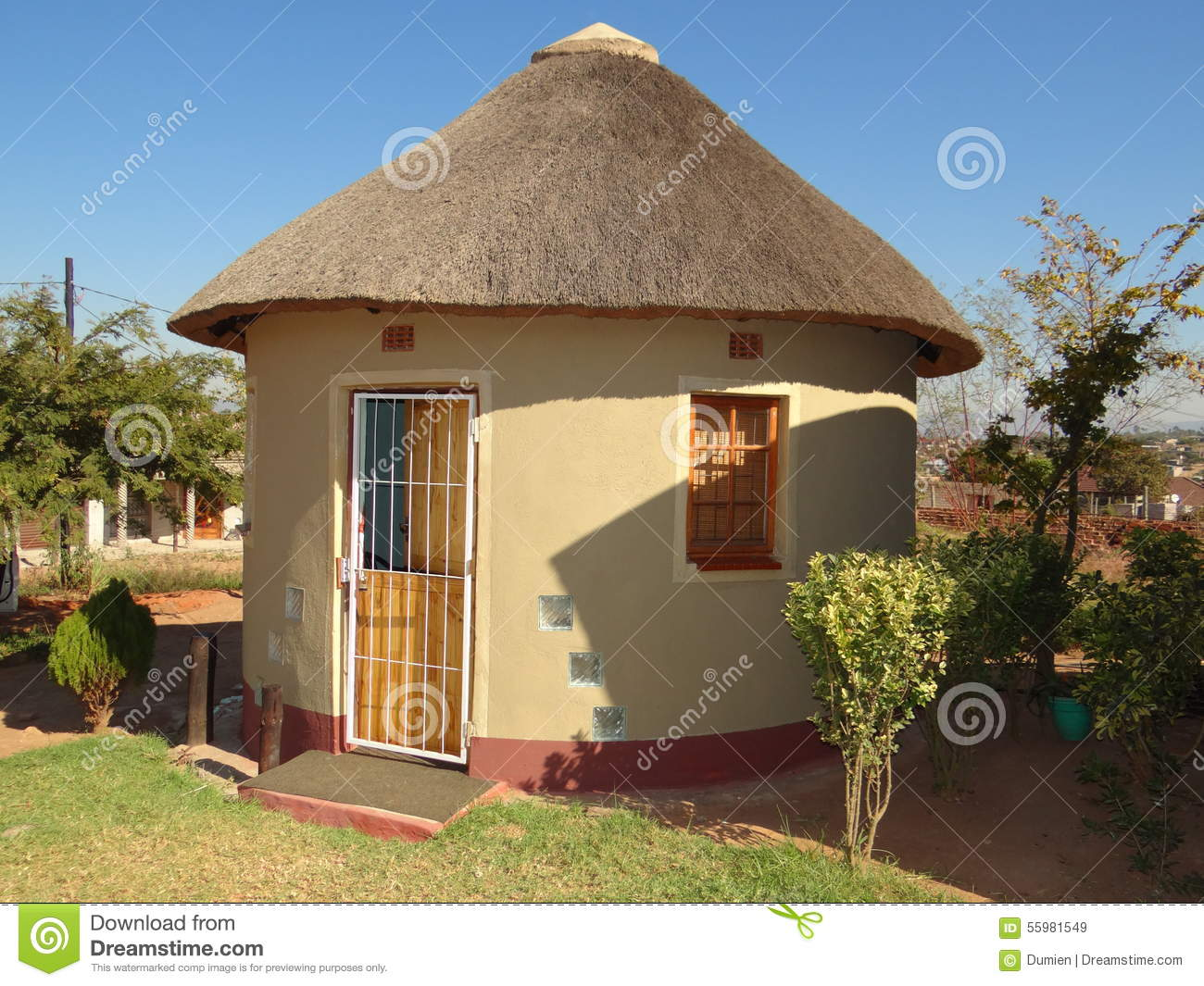 Rondavel africa hut in south africa stock photo image for Modern rondavel house plans