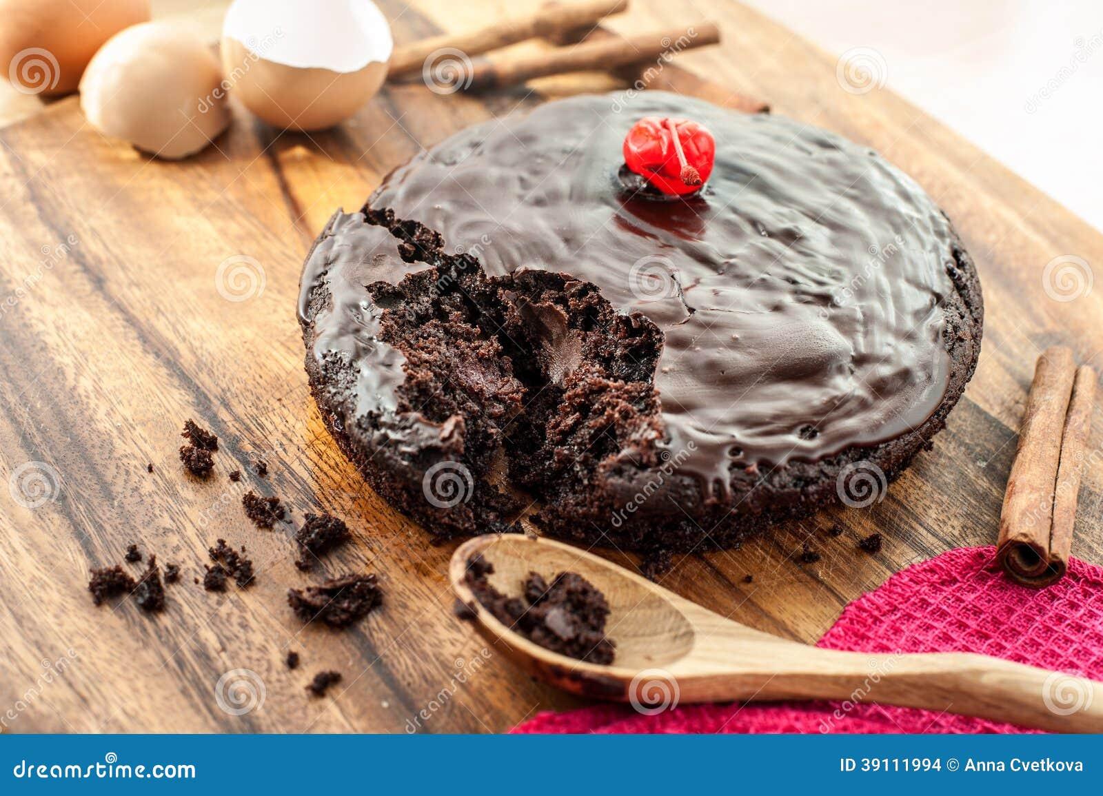 Ronde eigengemaakte chocoladecake