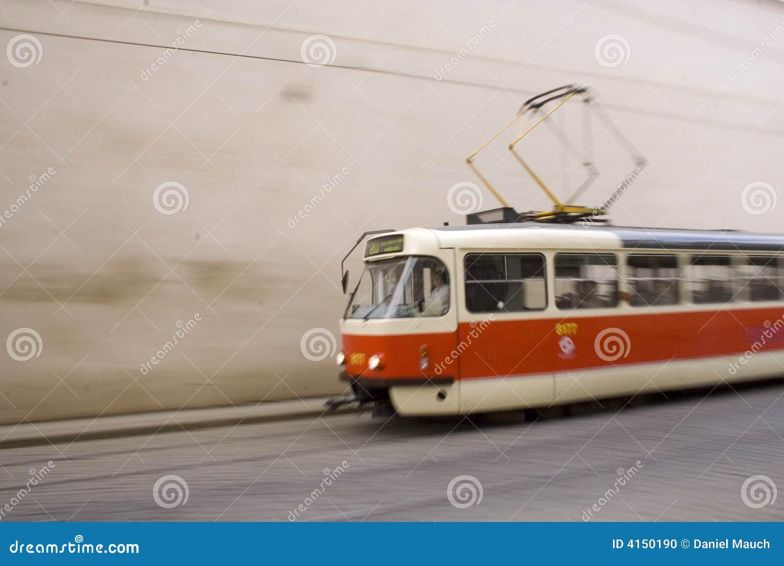 Rood en wit tramspoor in Praag I
