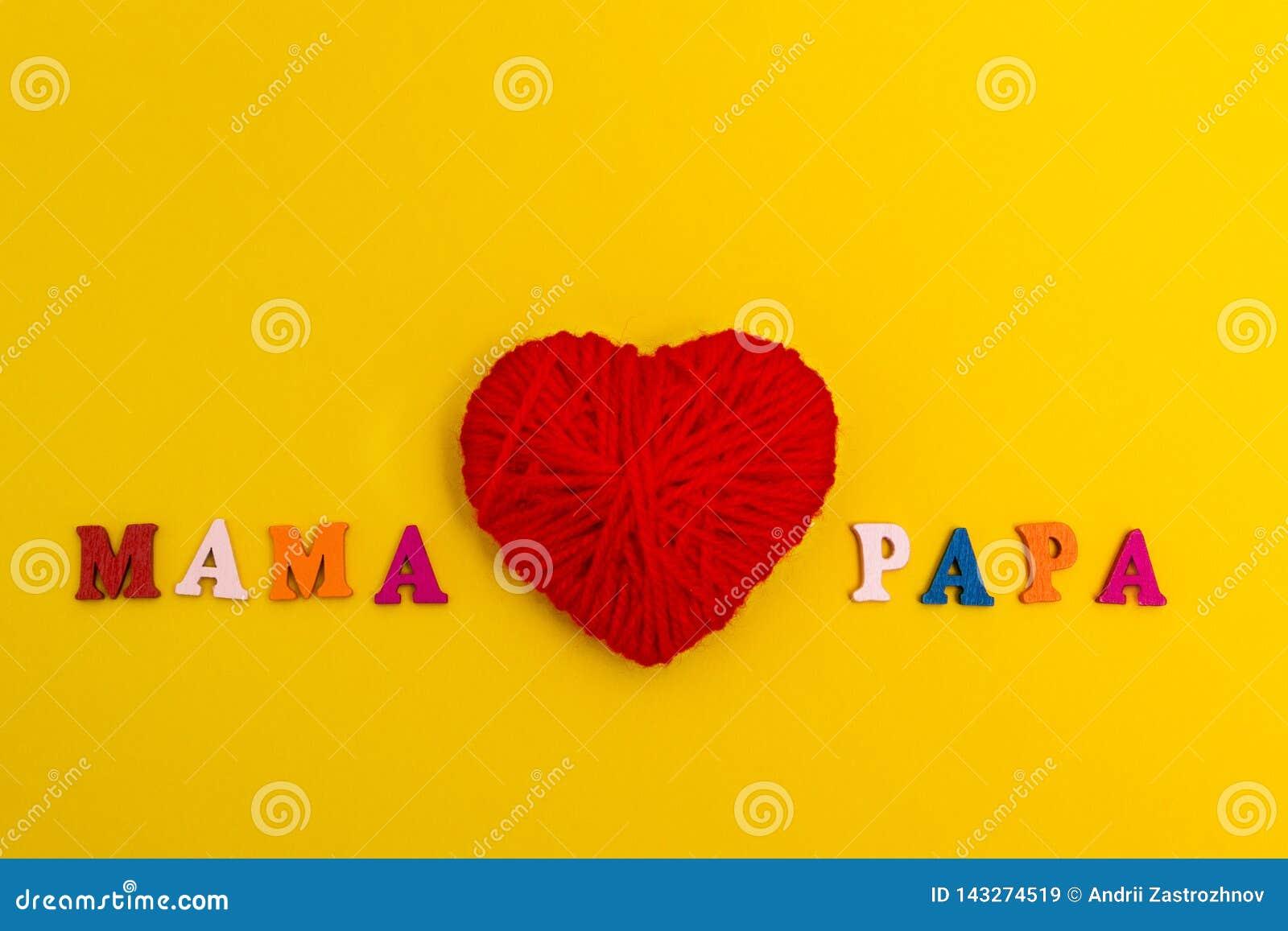 Rood gebreid hart op een gele achtergrond, de pa van mammaliefdes
