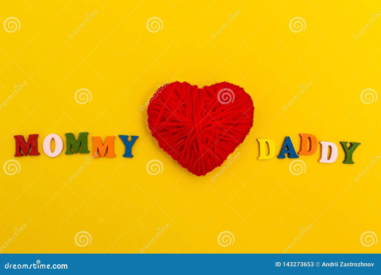 Rood gebreid hart op een gele achtergrond, de Papa van Mammaliefdes