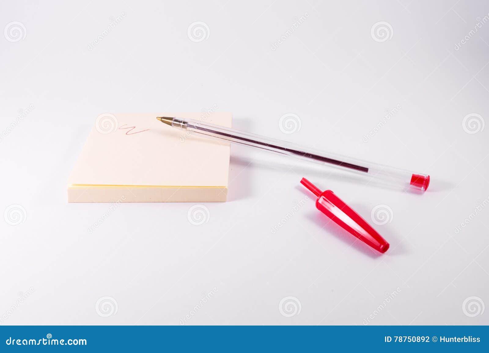 Rood Pen Ink Writing Sticky Note-het Gekrabbelwit van de Blocnoteherinnering