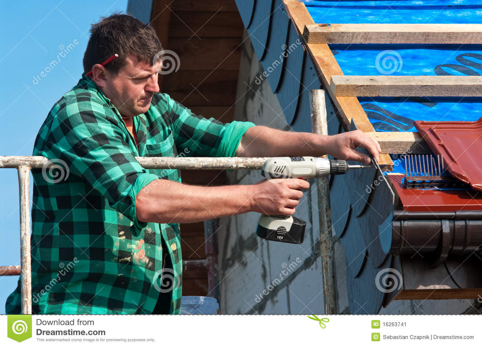 Roofer con il trivello