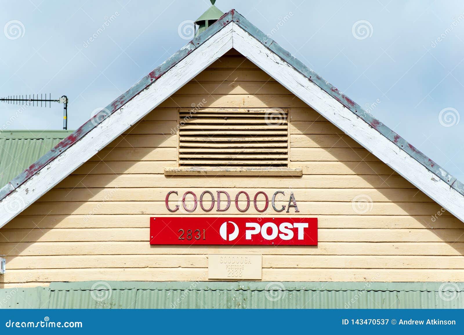 Roofline en signage voor het oude postkantoor van de weerraad