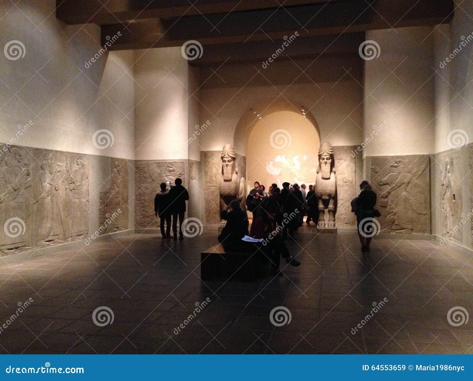 mesopotamia, iraq - assyrian gateway