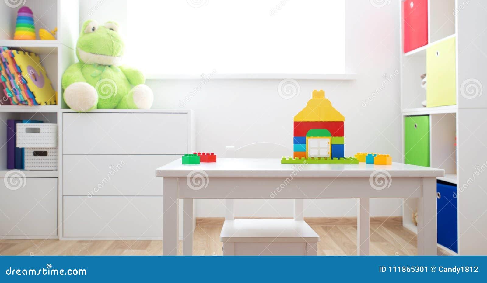 Rooom Colorido De Los Ni Os Con Las Paredes Y Los Muebles Blancos  # Muebles Para Ninos