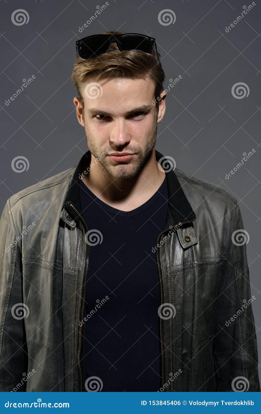 Ropa de caballero de la moda Fondo gris de hombre del desgaste de los vidrios hermosos del ojo Hombre de moda Manera eyewear Mode