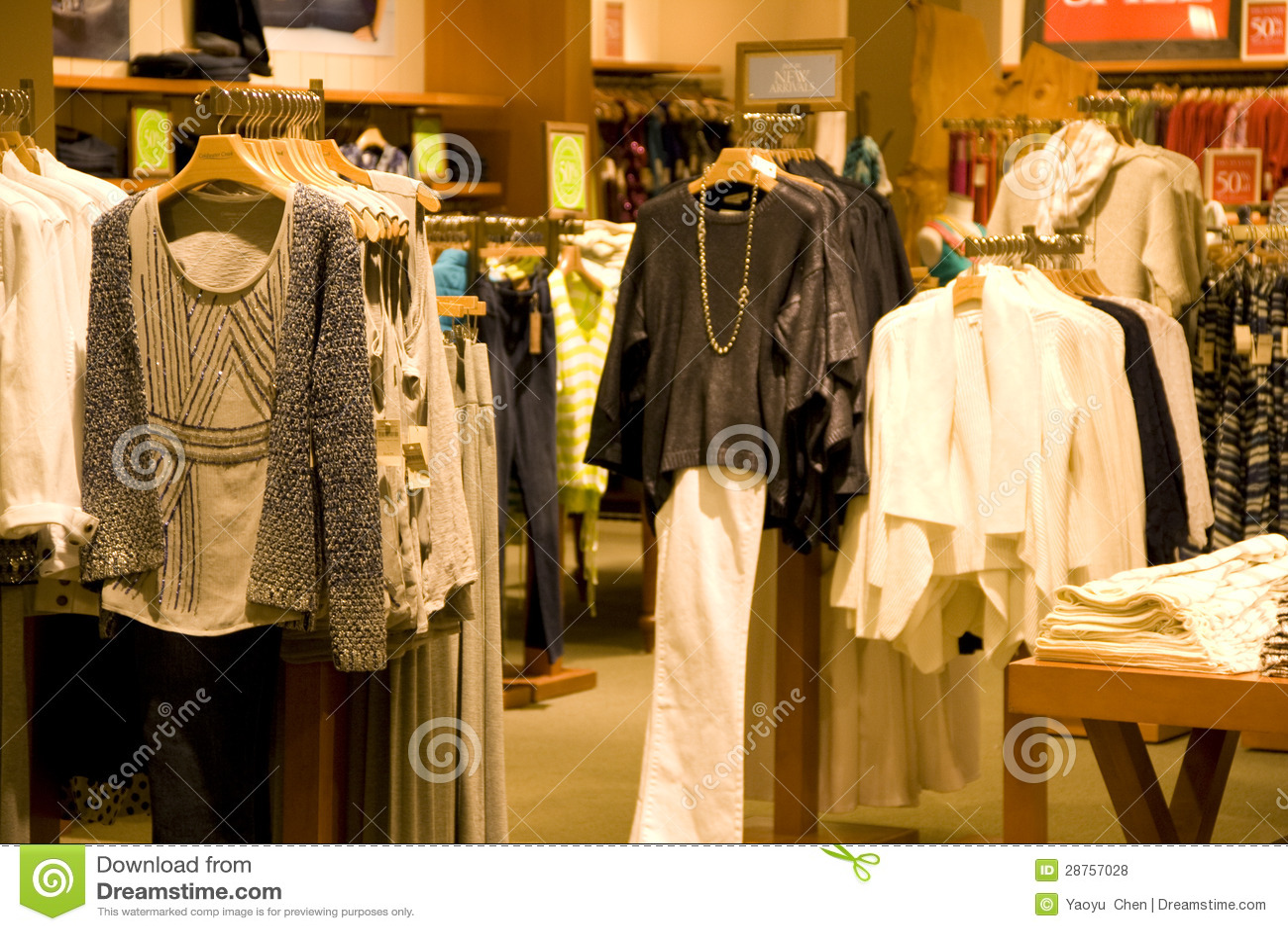 Decorar Tienda De Ropa De Mujer ~   de archivo libres de regal?as Ropa elegante de la mujer en tienda