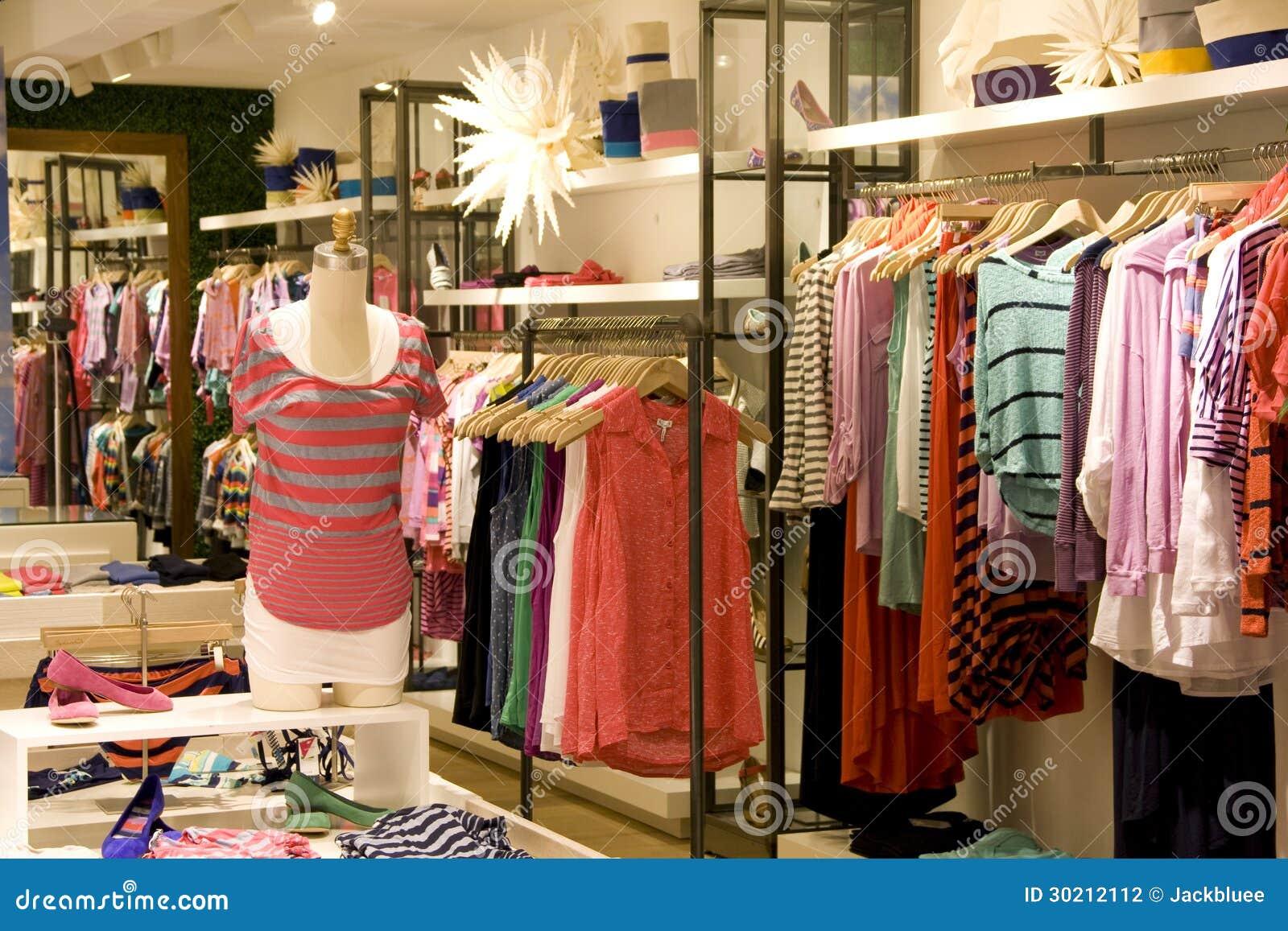 d55b36b82 Tienda De La Ropa De Moda De La Mujer Foto de archivo - Imagen de ...