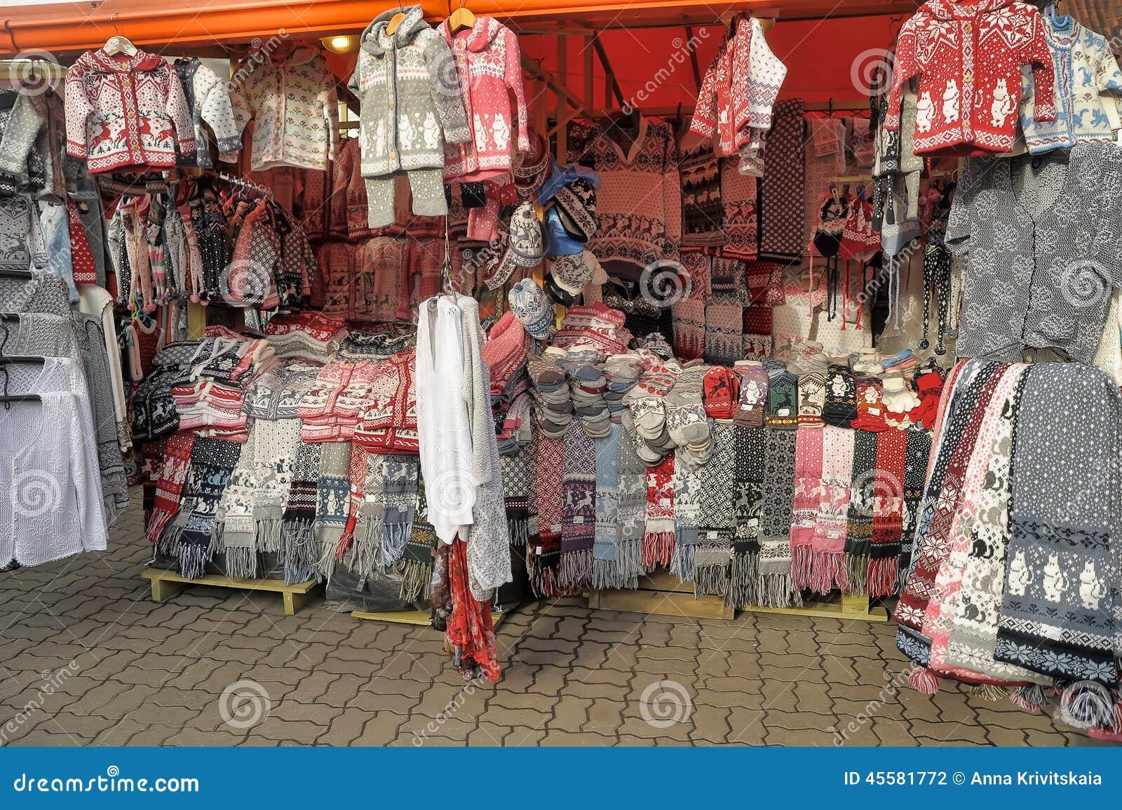 Ropa tejida a mano de lana en Tallinn