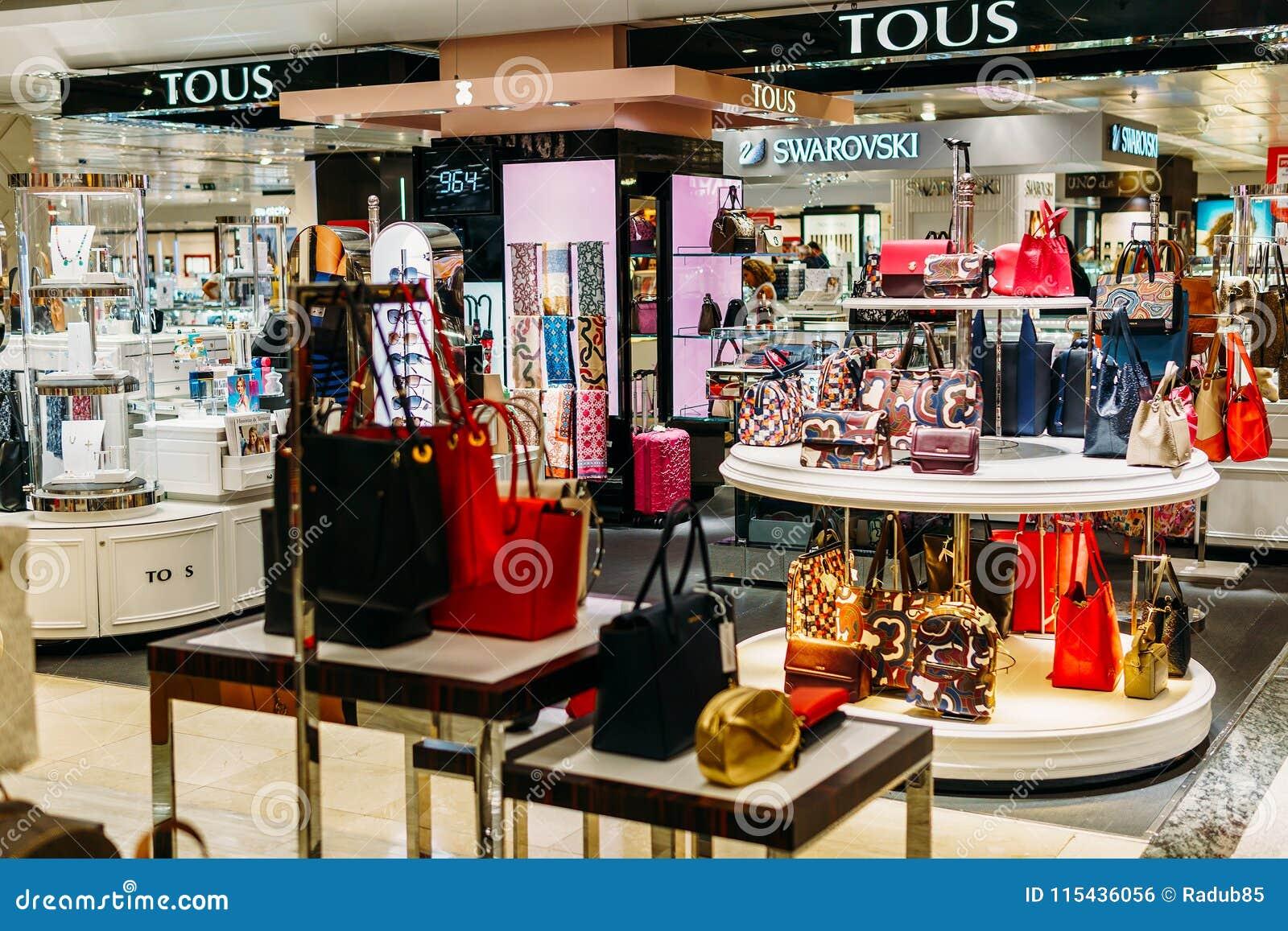 d7dc213f Ropa Y Accesorios Lujosos De La Mujer Para La Venta En Tienda De La ...