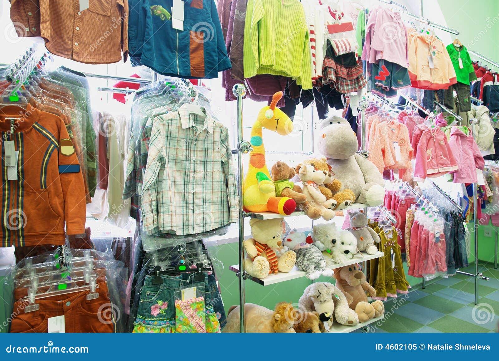 Ropa y juguetes de los niños