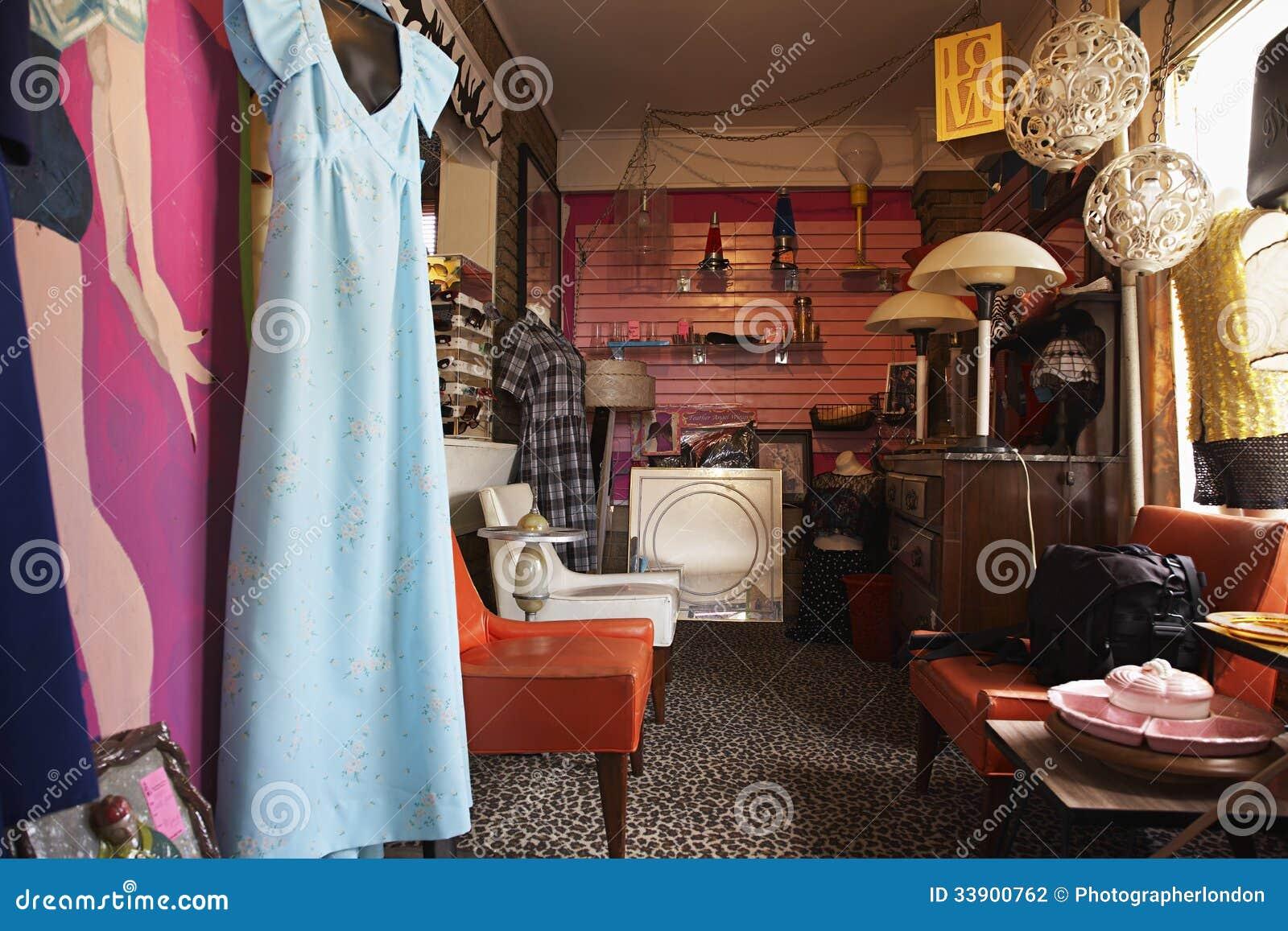 Ropa Y Muebles En Tienda De Segunda Mano Foto De Archivo Imagen  # Muebles Tienda Segunda Mano