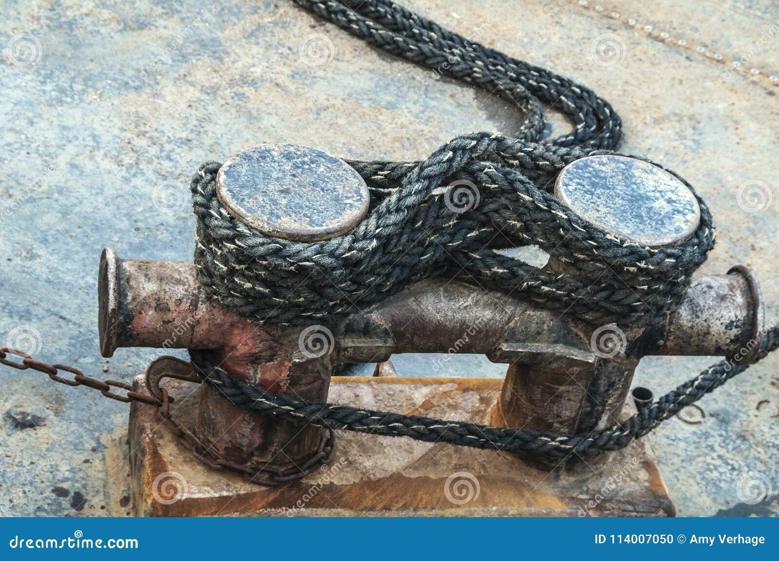 Rope around a rusty bollard