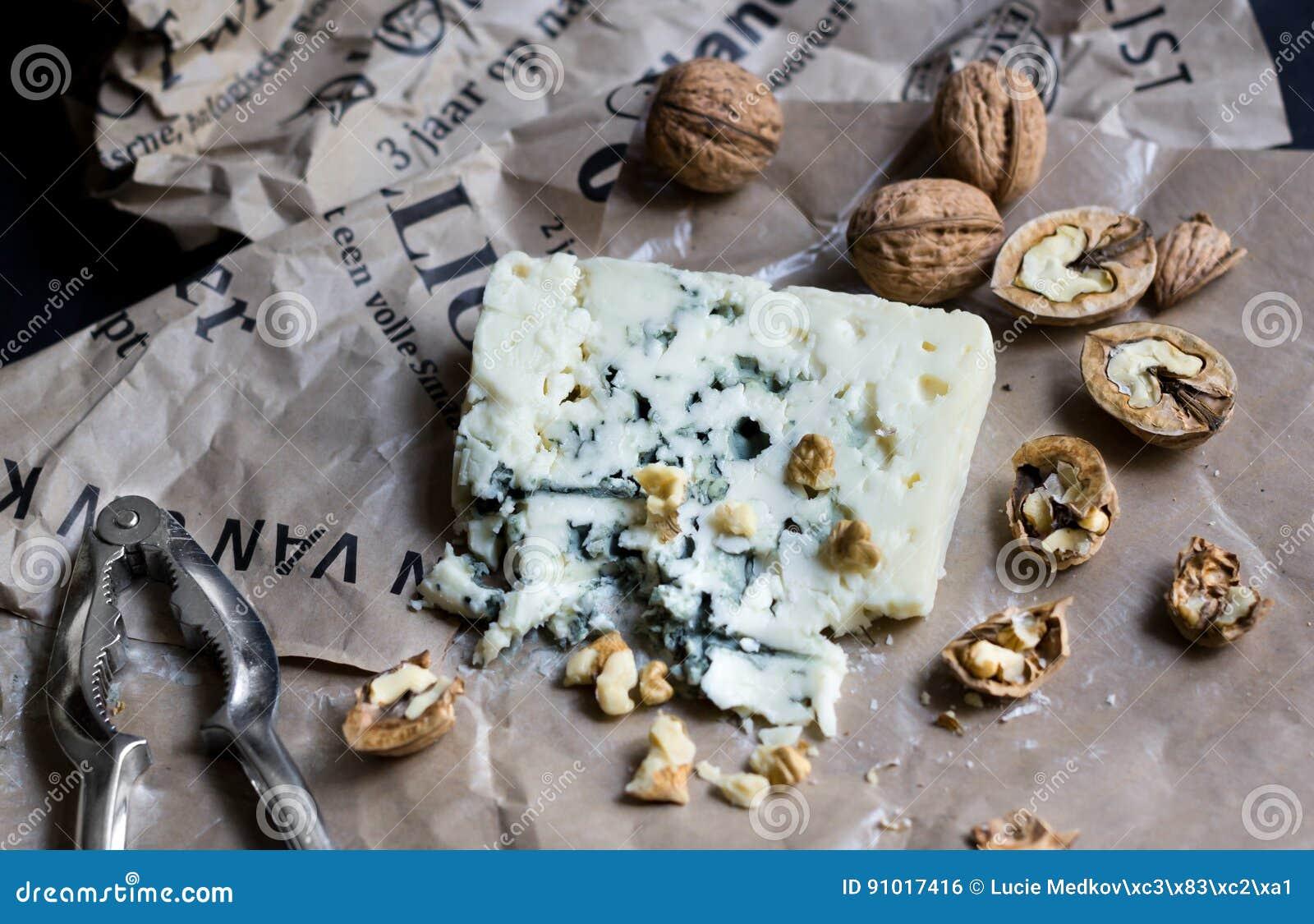 Roquefort avec des noix