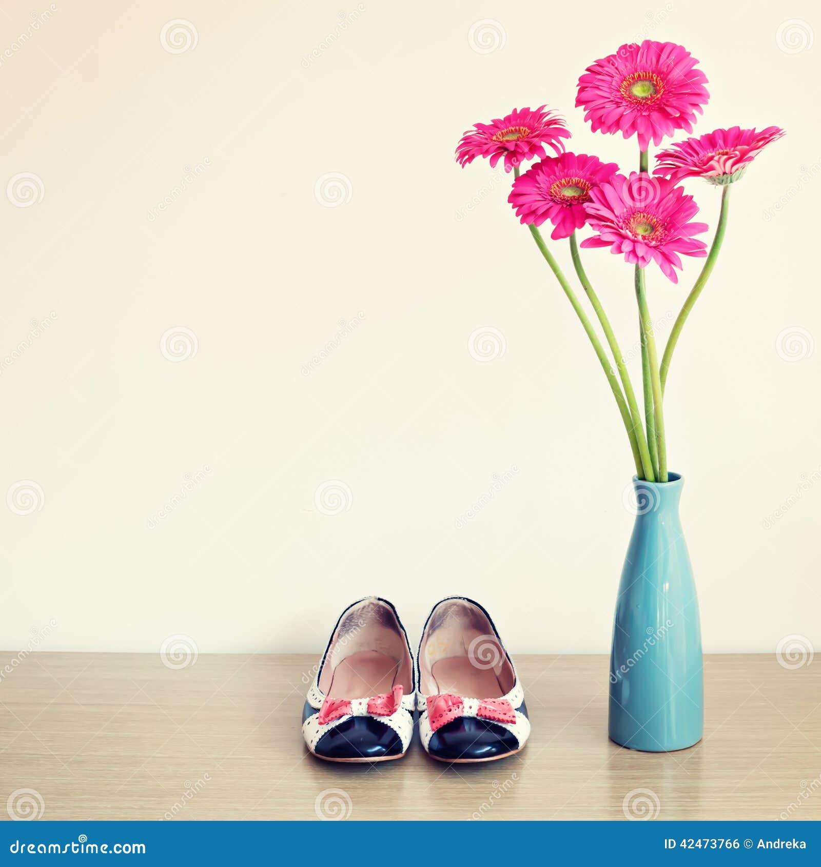 Rosa Blumen und girly Schuhe