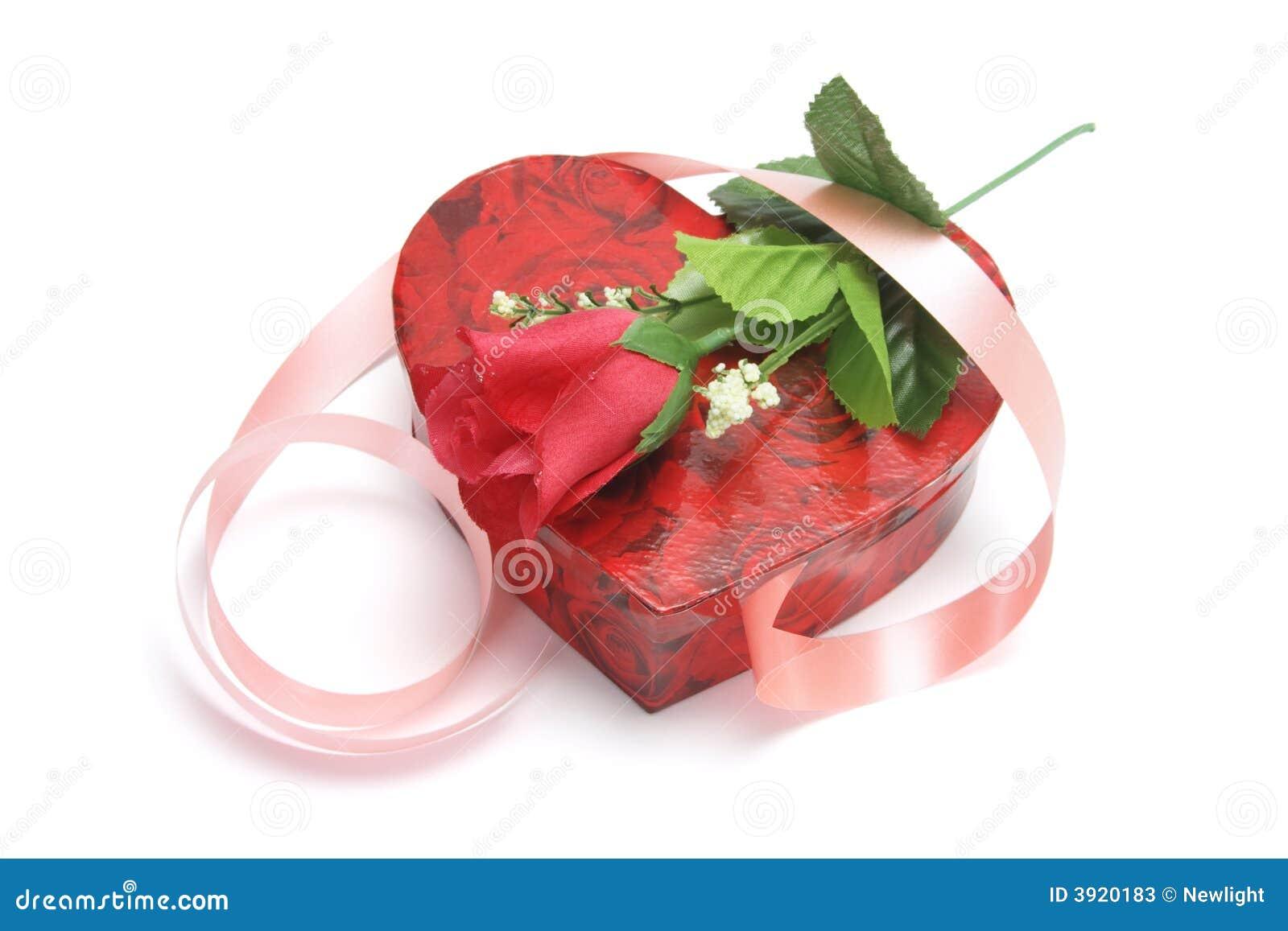 Rosa e caixa de presente Heart-shaped