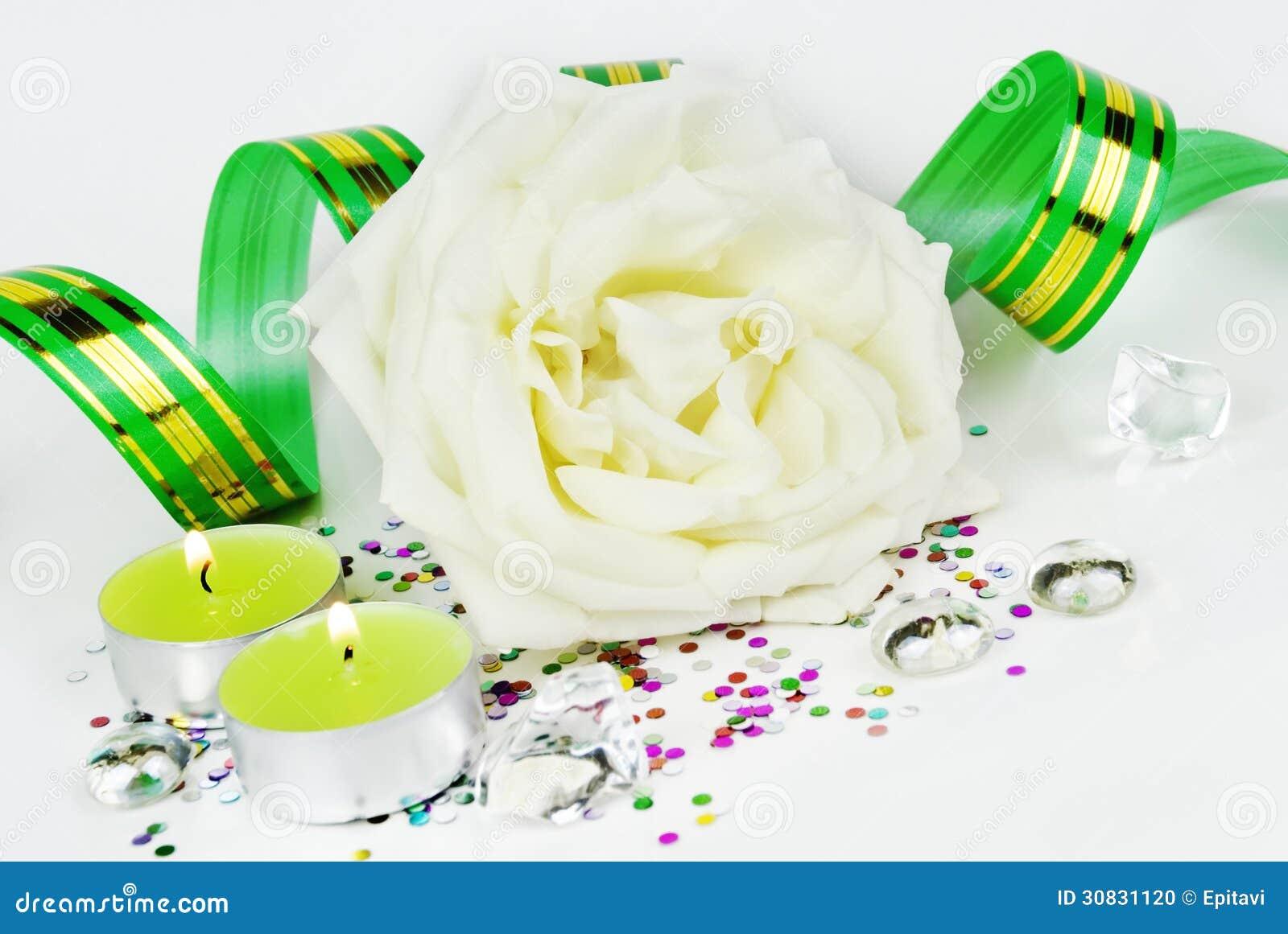 Rosa e candele di bianco