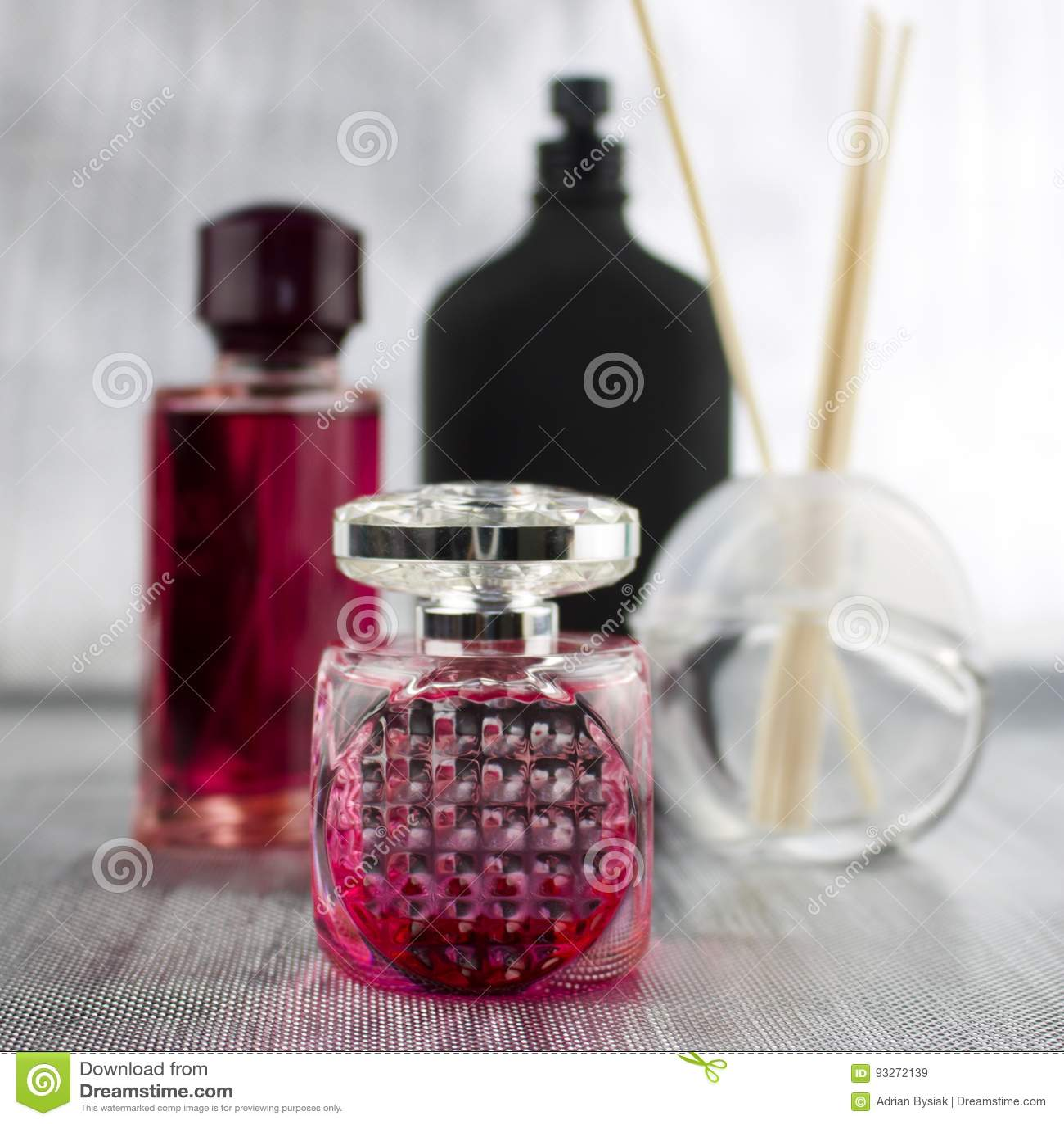 Rosa färgen parfymerar sammansättning