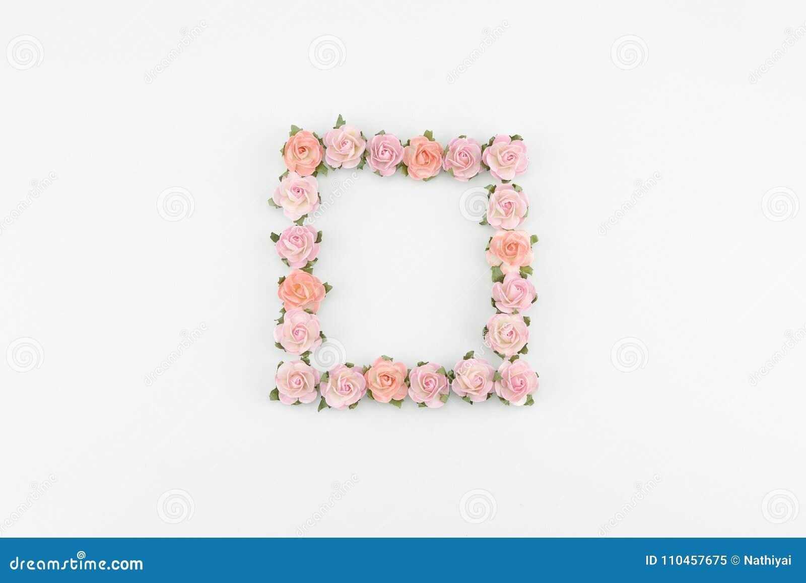 Rosa färger och orange fyrkantig krans för pappers- blommor