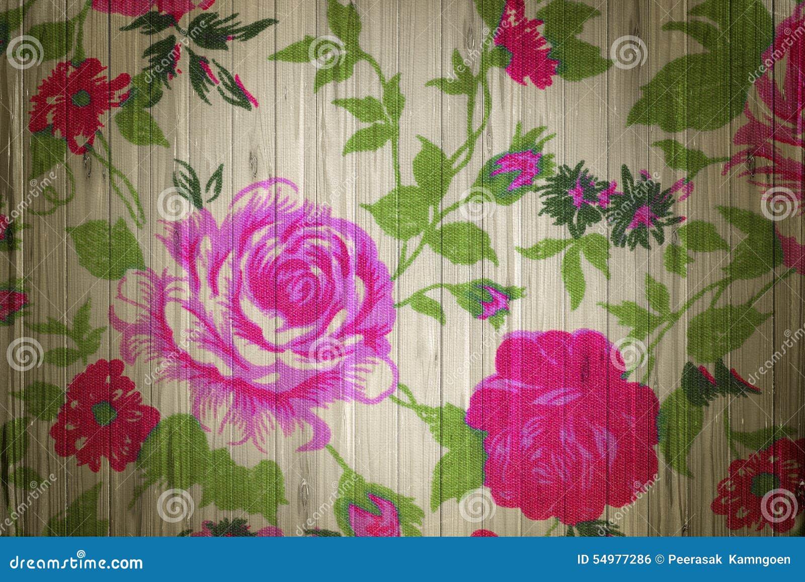 Rosa färgrostappning från tyg på trä