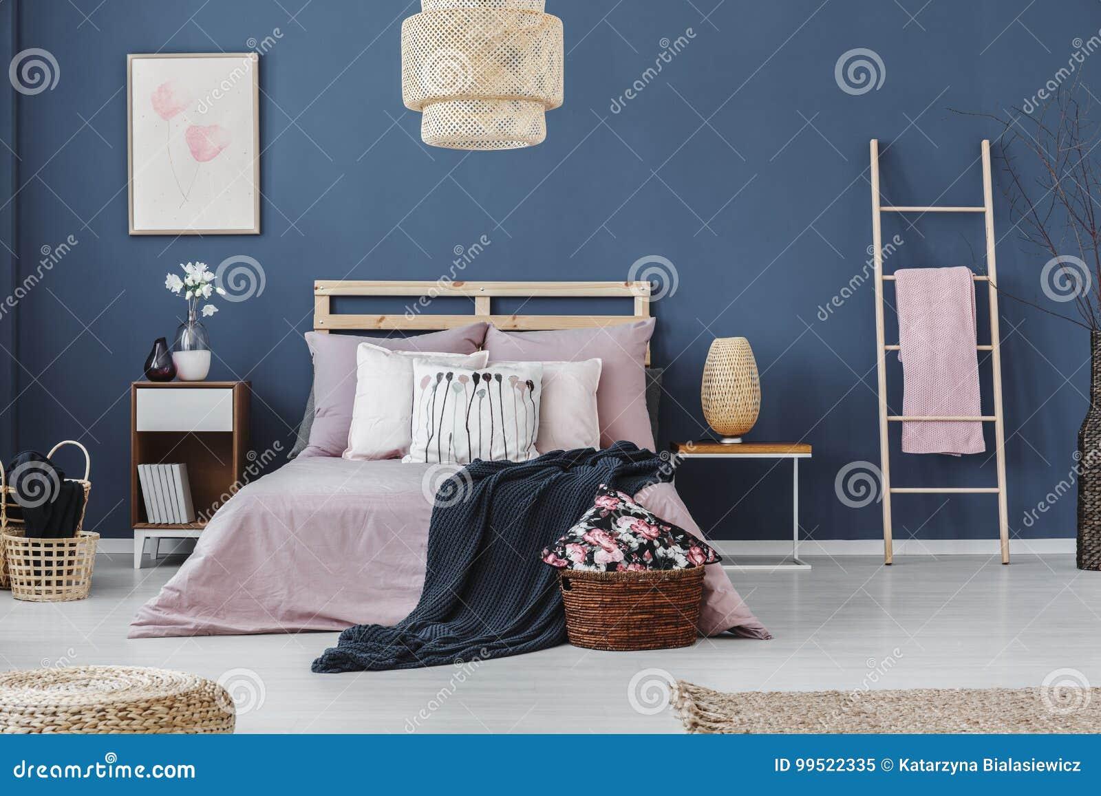 Rosa handduk på stege