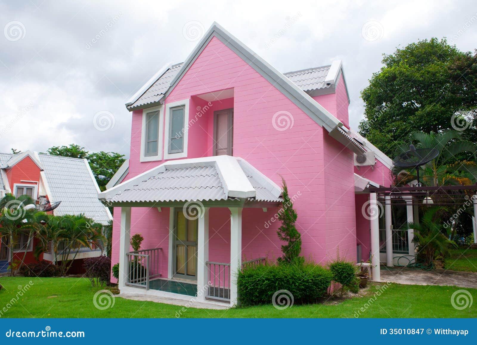 Rosa Haus Im Wald Stockbild Bild Von Sommer Haupt Dach