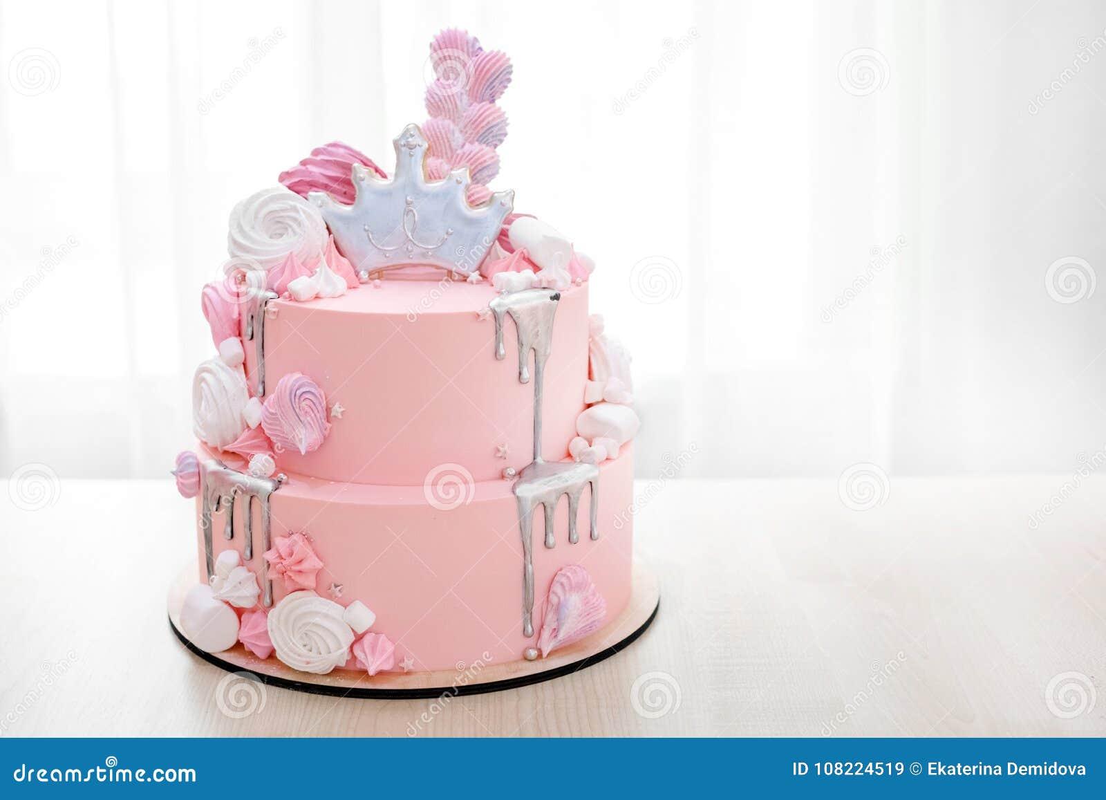 Rosa Kuchen Verziert Mit Krone Von Prinzessin Stockbild Bild Von