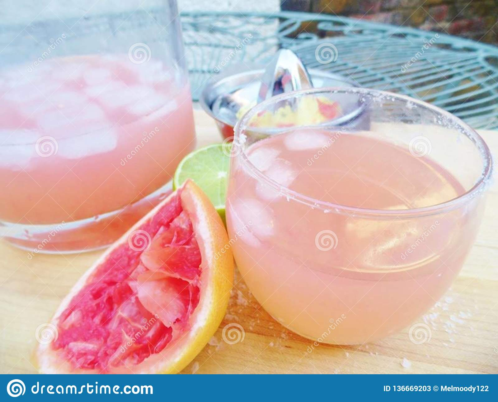 Rosa Margarita Cocktail Drink-Außenseite