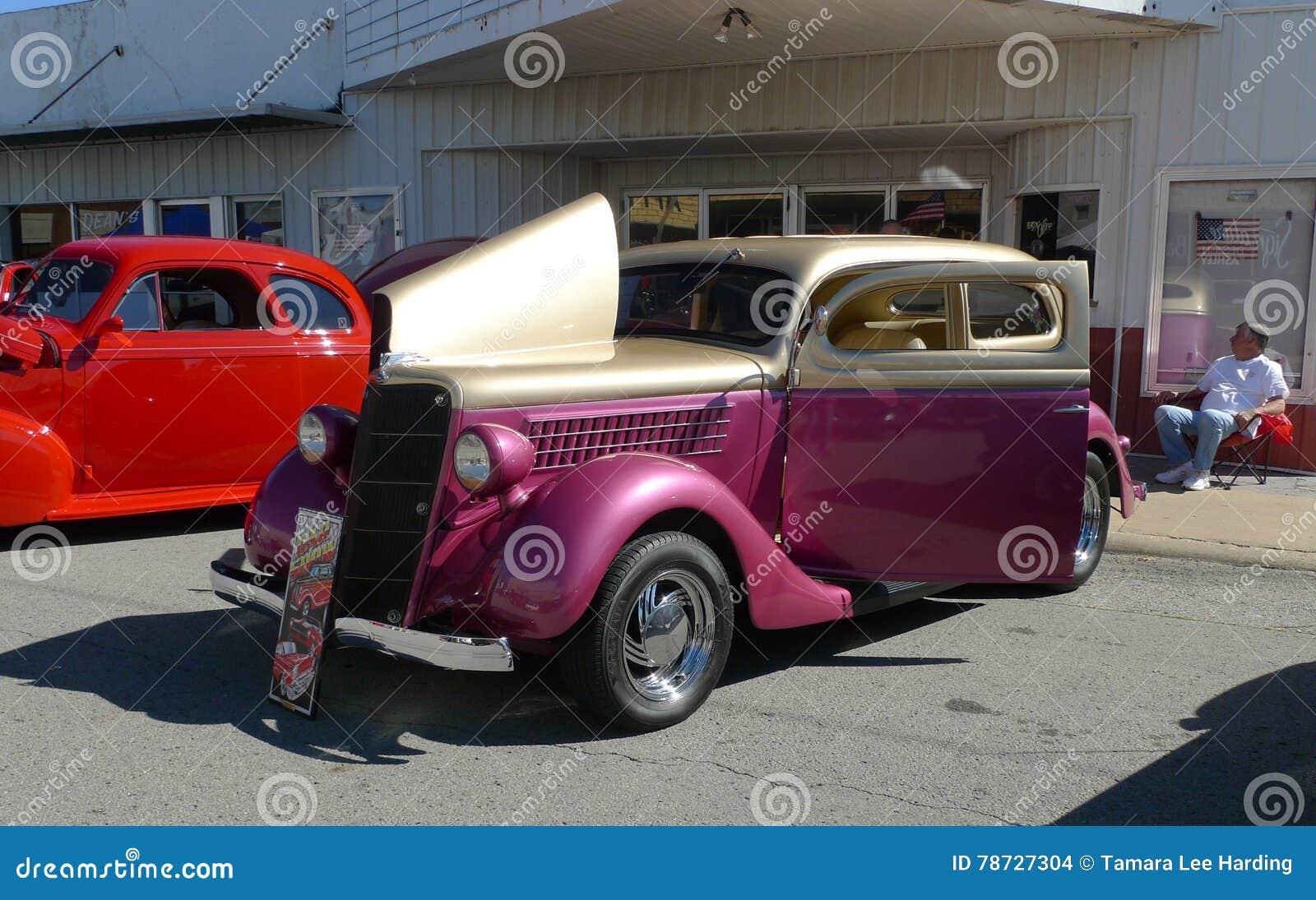 Rosa och guld- medel, antikvitet, på bilshowen