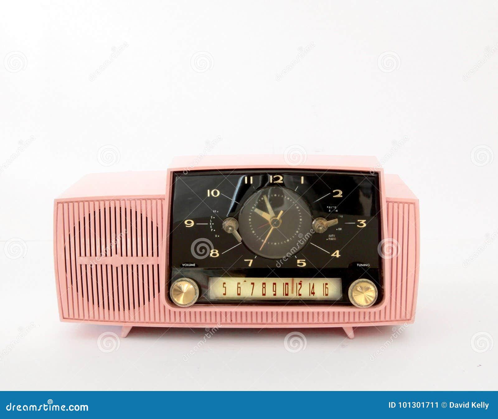 Rosa Radio des Plastikmorgens auf Weiß