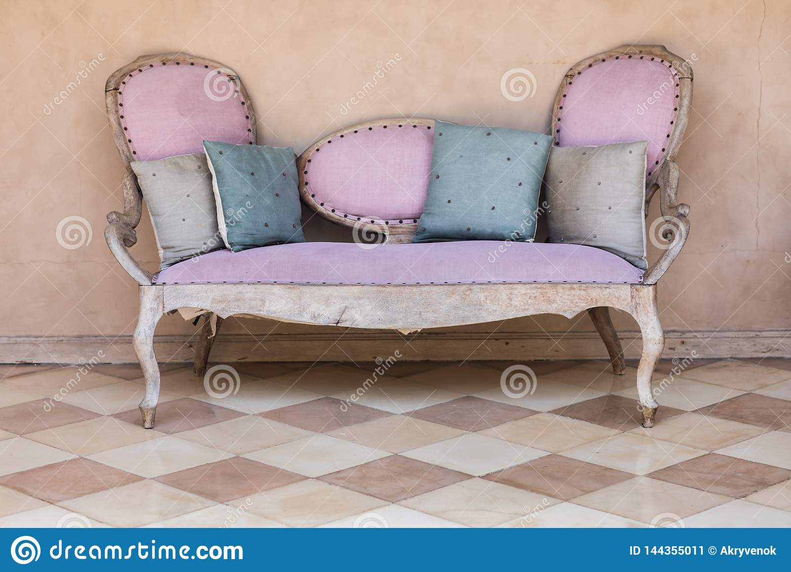 Rosa Textilweinlesesofa